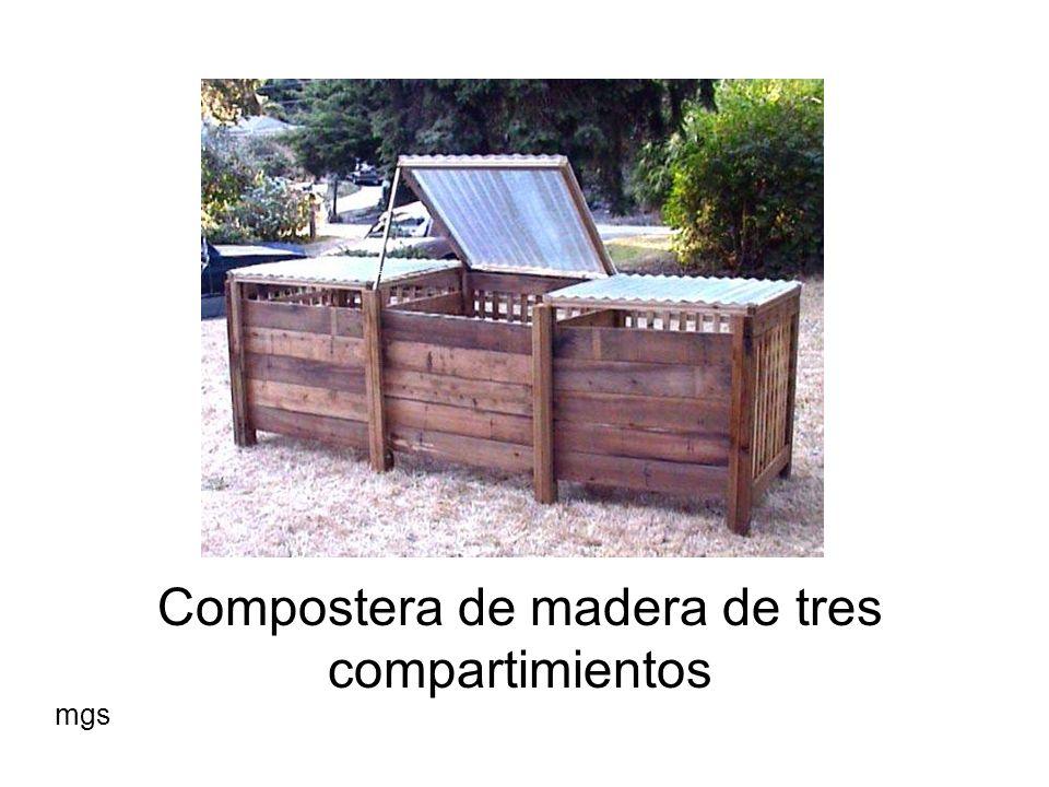 Compostera de madera de tres compartimientos