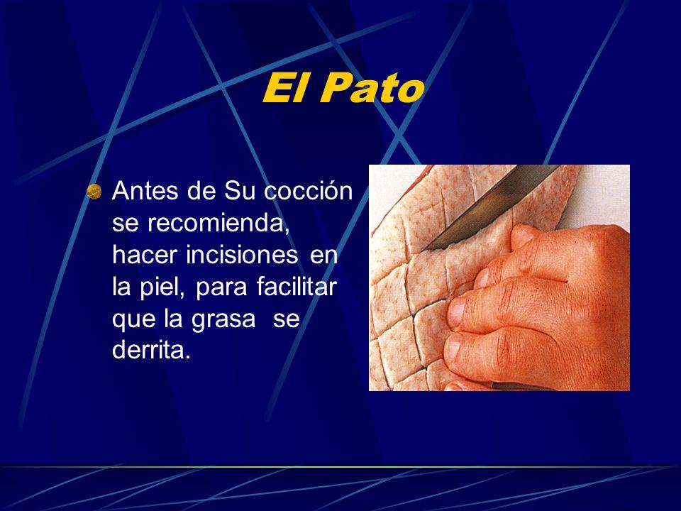 El PatoAntes de Su cocción se recomienda, hacer incisiones en la piel, para facilitar que la grasa se derrita.