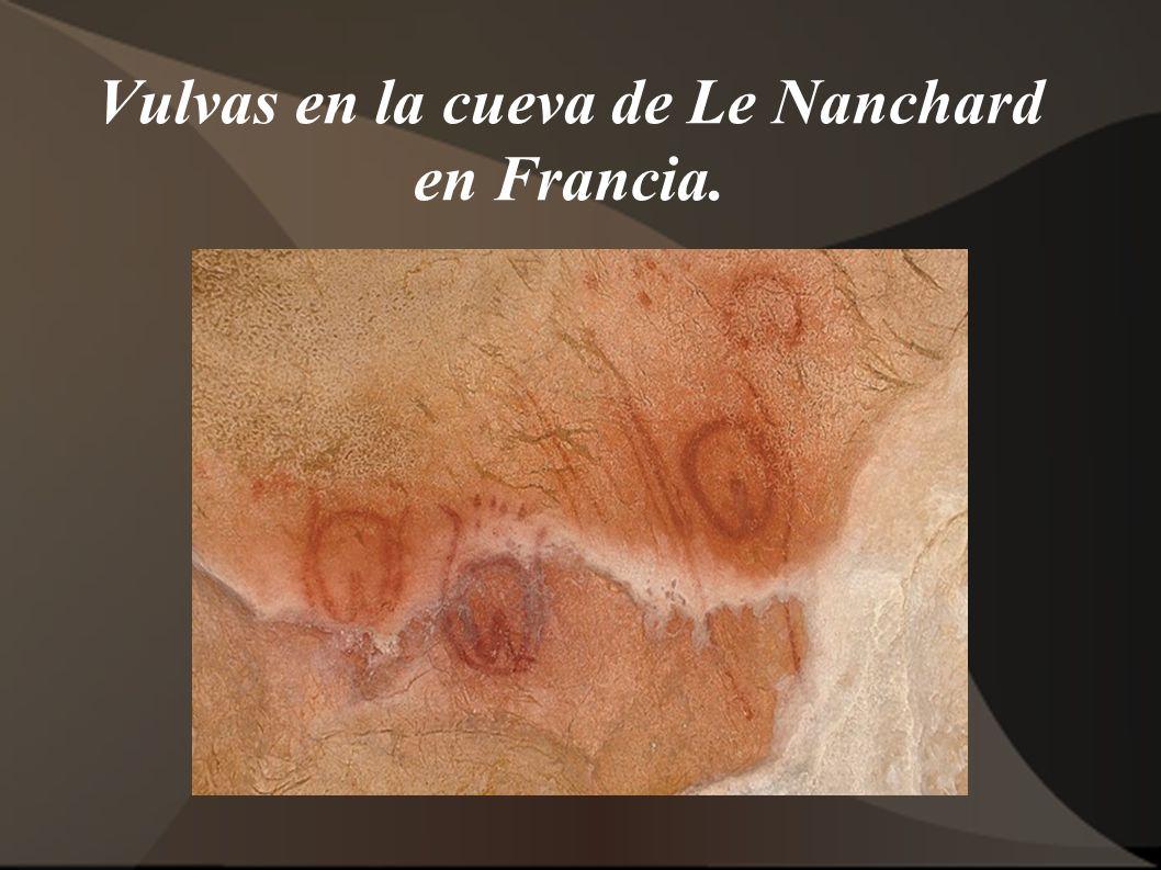 Vulvas en la cueva de Le Nanchard en Francia.
