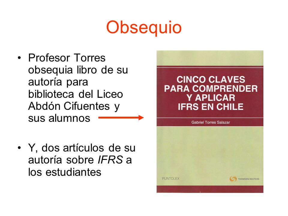Obsequio Profesor Torres obsequia libro de su autoría para biblioteca del Liceo Abdón Cifuentes y sus alumnos.