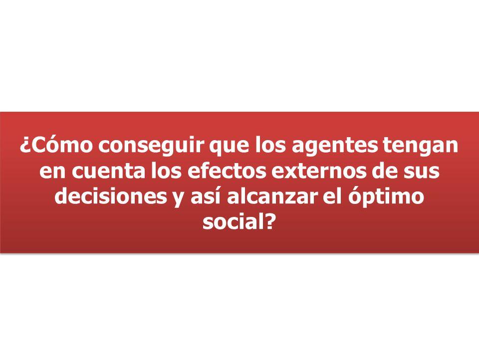 ¿Cómo conseguir que los agentes tengan en cuenta los efectos externos de sus decisiones y así alcanzar el óptimo social