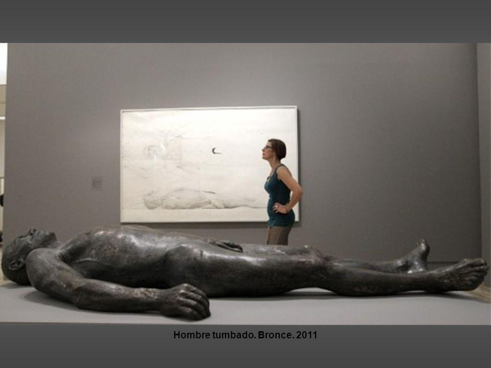 Hombre tumbado. Bronce. 2011