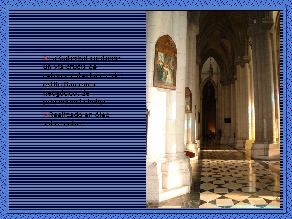 La Catedral contiene un vía crucis de catorce estaciones, de estilo flamenco neogótico, de procedencia belga.