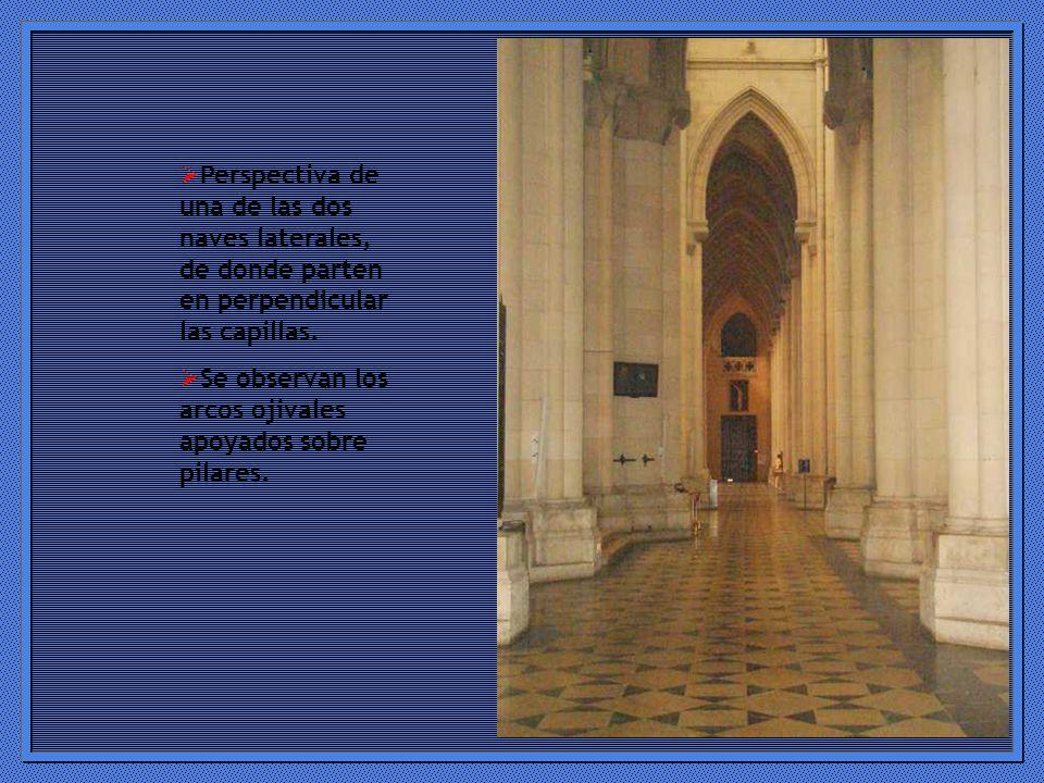 Perspectiva de una de las dos naves laterales, de donde parten en perpendicular las capillas.