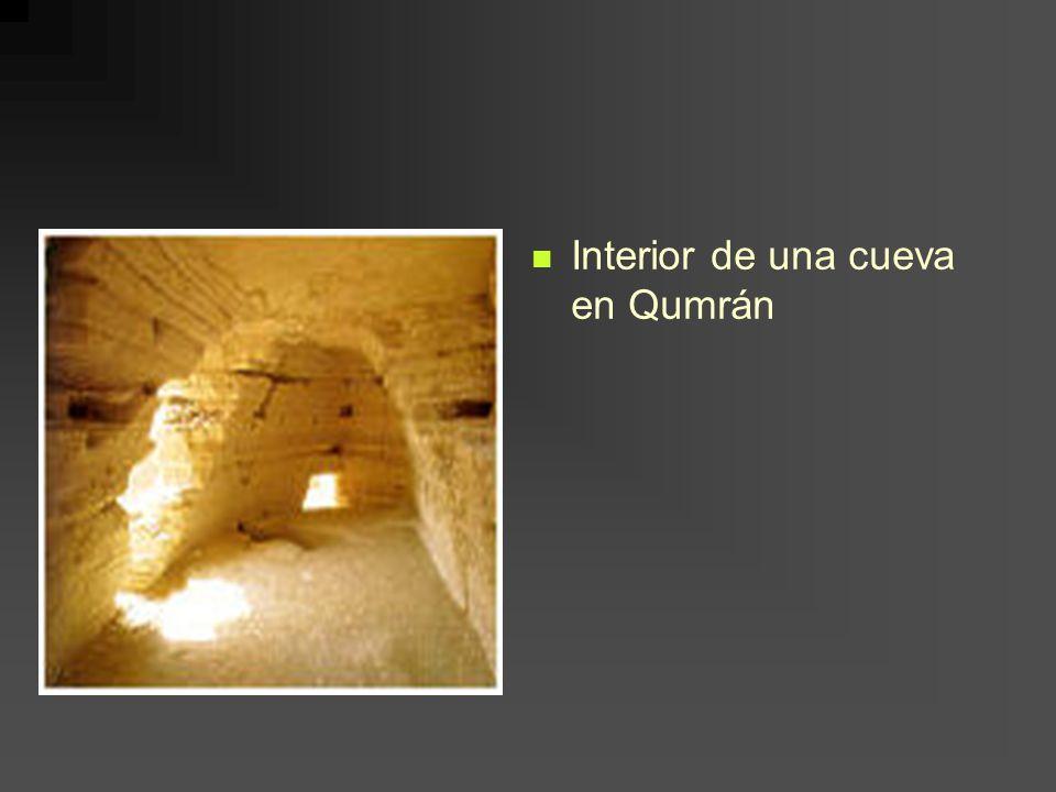 Interior de una cueva en Qumrán