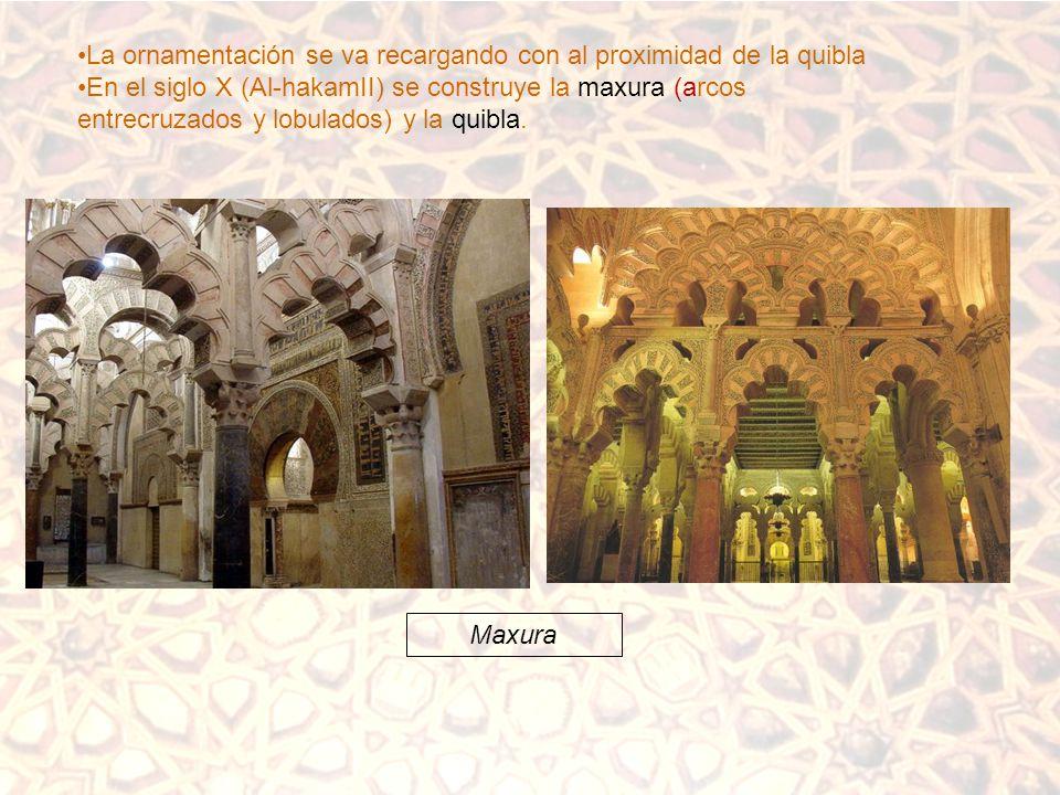 La ornamentación se va recargando con al proximidad de la quibla