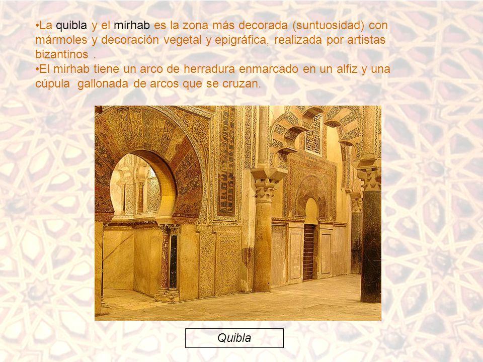 La quibla y el mirhab es la zona más decorada (suntuosidad) con mármoles y decoración vegetal y epigráfica, realizada por artistas bizantinos .