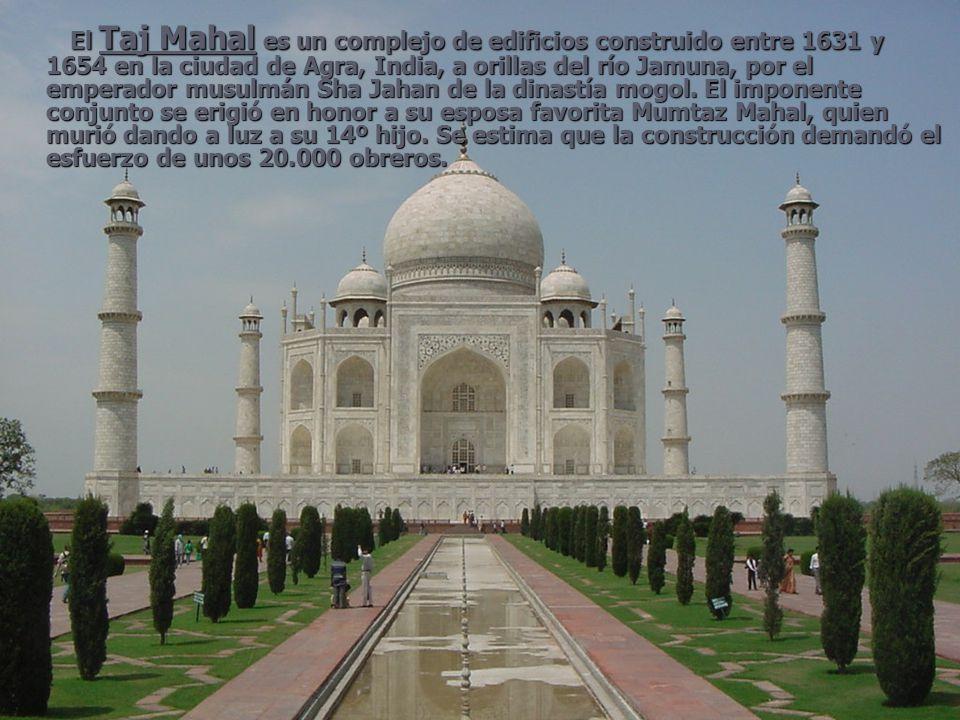 El Taj Mahal es un complejo de edificios construido entre 1631 y 1654 en la ciudad de Agra, India, a orillas del río Jamuna, por el emperador musulmán Sha Jahan de la dinastía mogol.