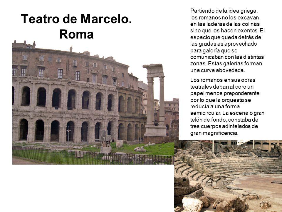 Partiendo de la idea griega, los romanos no los excavan en las laderas de las colinas sino que los hacen exentos. El espacio que queda detrás de las gradas es aprovechado para galería que se comunicaban con las distintas zonas. Estas galerías forman una curva abovedada.
