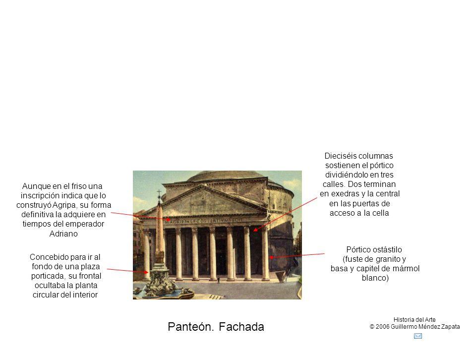 Panteón. Fachada Dieciséis columnas sostienen el pórtico