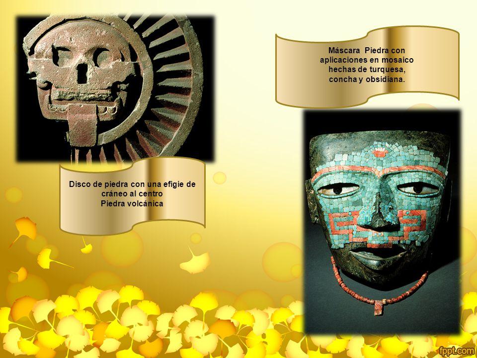 aplicaciones en mosaico hechas de turquesa, concha y obsidiana.