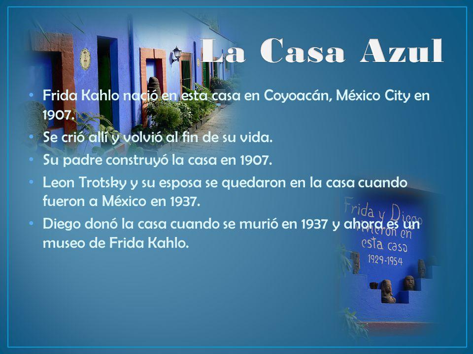 La Casa Azul Frida Kahlo nació en esta casa en Coyoacán, México City en 1907. Se crió allí y volvió al fin de su vida.