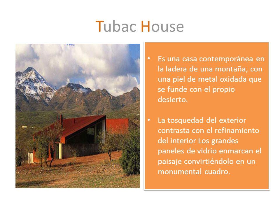 Tubac House Es una casa contemporánea en la ladera de una montaña, con una piel de metal oxidada que se funde con el propio desierto.