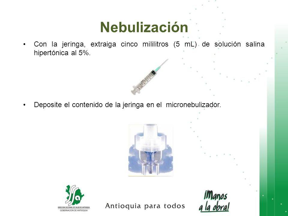 Nebulización Con la jeringa, extraiga cinco mililitros (5 mL) de solución salina hipertónica al 5%.