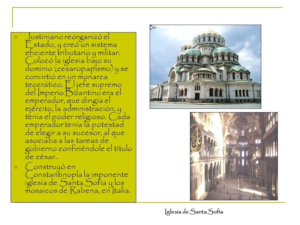 Justiniano reorganizó el Estado, y creó un sistema eficiente tributario y militar. Colocó la iglesia bajo su dominio (cesaropapismo) y se convirtió en un monarca teocrático. El jefe supremo del Imperio Bizantino era el emperador, que dirigía el ejército, la administración, y tenia el poder religioso. Cada emperador tenía la potestad de elegir a su sucesor, al que asociaba a las tareas de gobierno confiriéndole el título de césar..