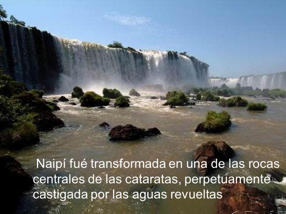 Naipí fué transformada en una de las rocas centrales de las cataratas, perpetuamente castigada por las aguas revueltas