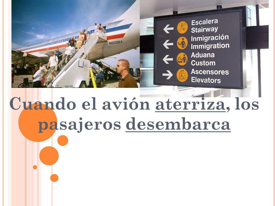 Cuando el avión aterriza, los pasajeros desembarca