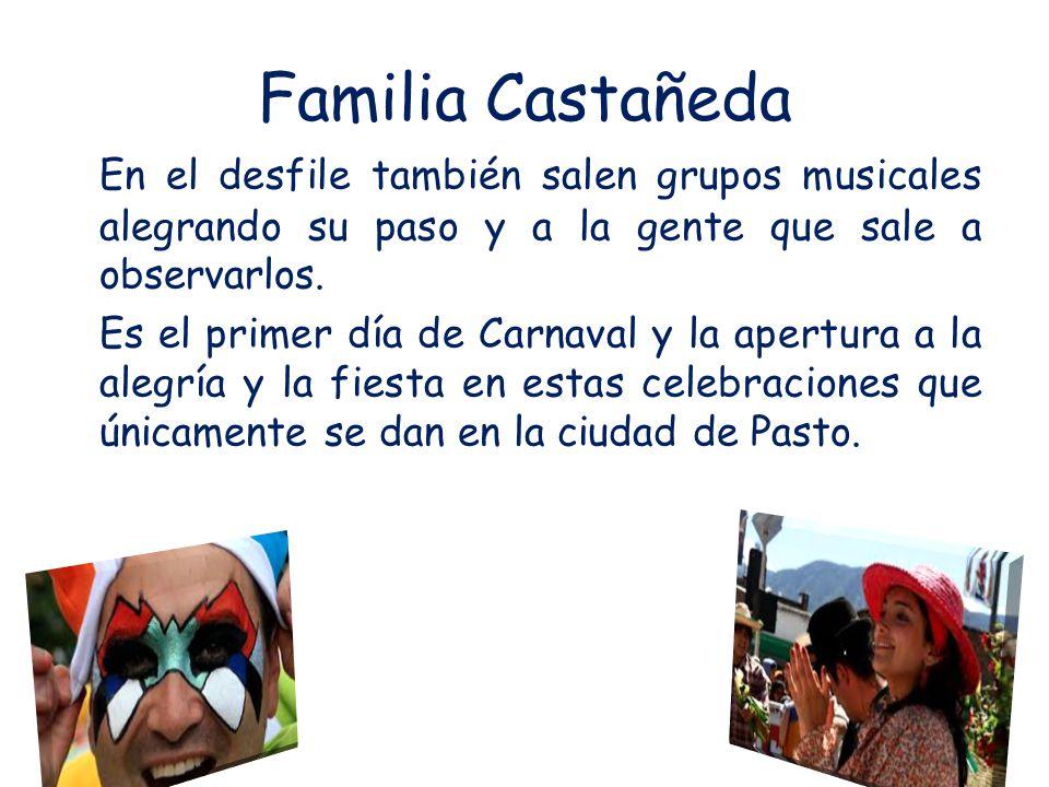 Familia Castañeda En el desfile también salen grupos musicales alegrando su paso y a la gente que sale a observarlos.