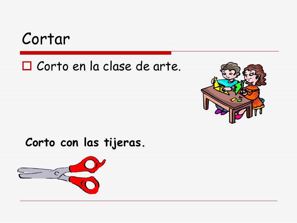 Cortar Corto en la clase de arte. Corto con las tijeras.