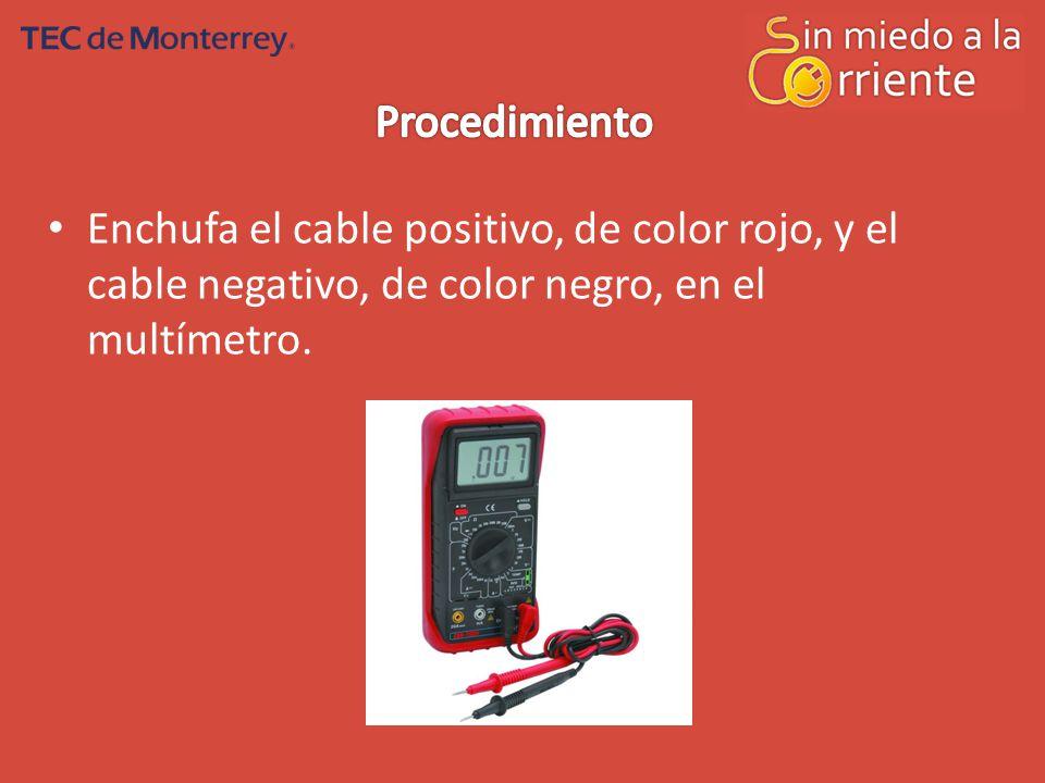 Procedimiento Enchufa el cable positivo, de color rojo, y el cable negativo, de color negro, en el multímetro.