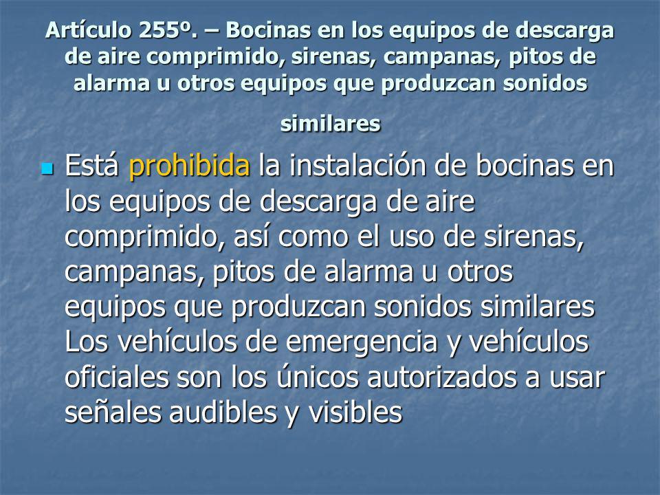 Artículo 255º. – Bocinas en los equipos de descarga de aire comprimido, sirenas, campanas, pitos de alarma u otros equipos que produzcan sonidos similares