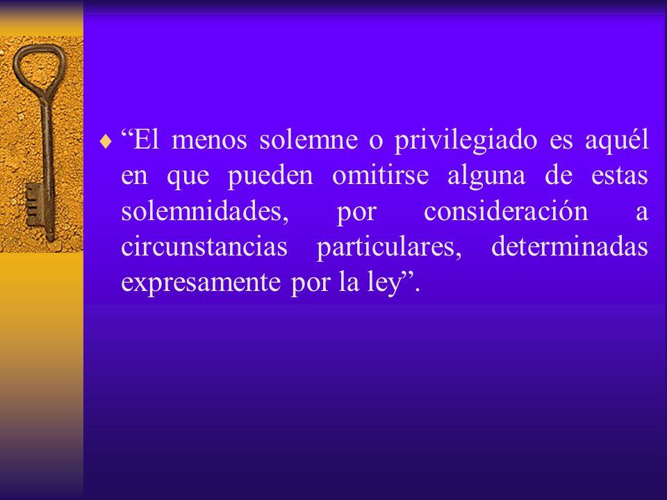 El menos solemne o privilegiado es aquél en que pueden omitirse alguna de estas solemnidades, por consideración a circunstancias particulares, determinadas expresamente por la ley .