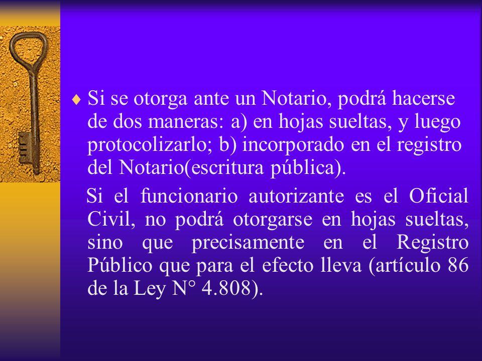 Si se otorga ante un Notario, podrá hacerse de dos maneras: a) en hojas sueltas, y luego protocolizarlo; b) incorporado en el registro del Notario(escritura pública).