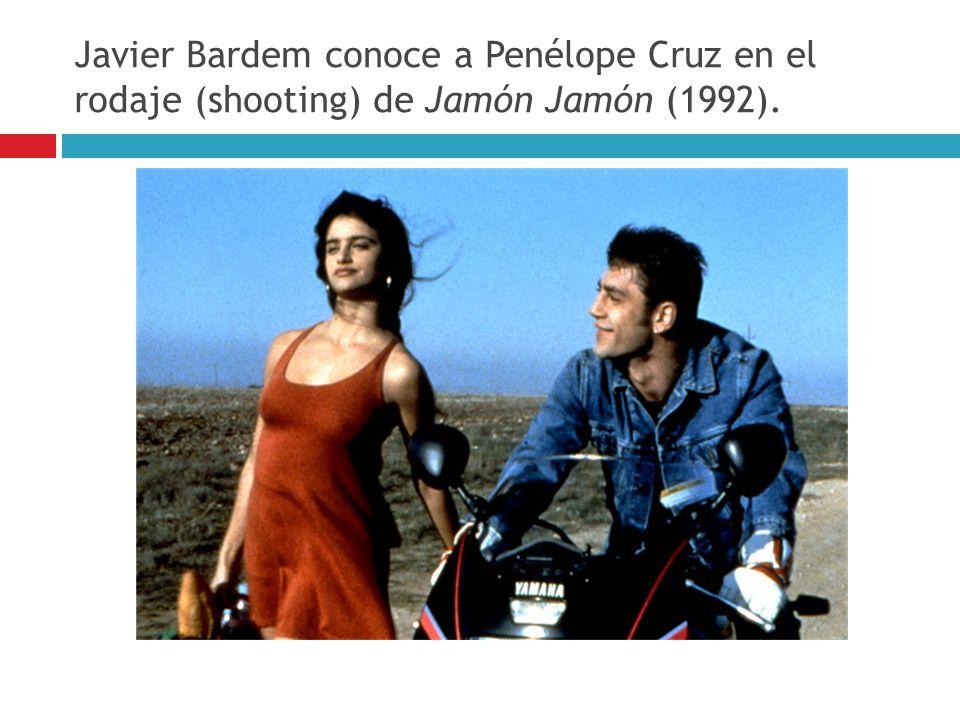 Javier Bardem conoce a Penélope Cruz en el rodaje (shooting) de Jamón Jamón (1992).