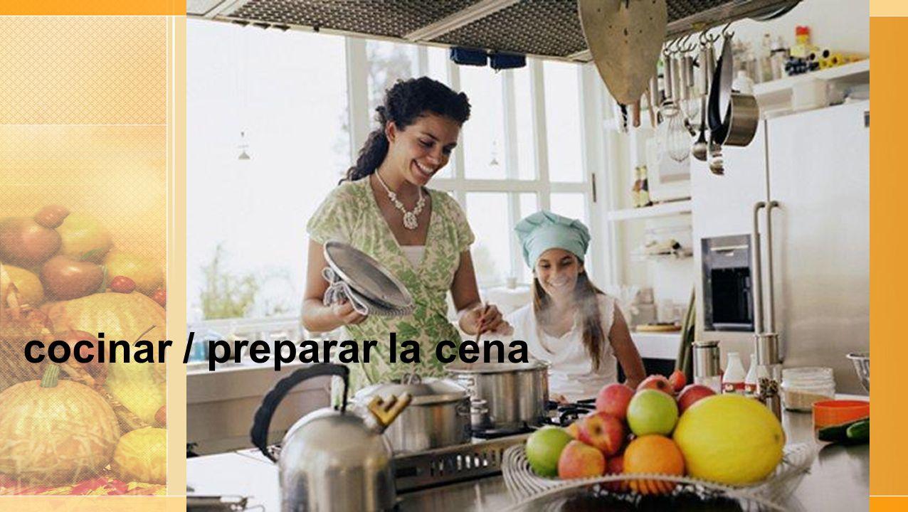 cocinar / preparar la cena