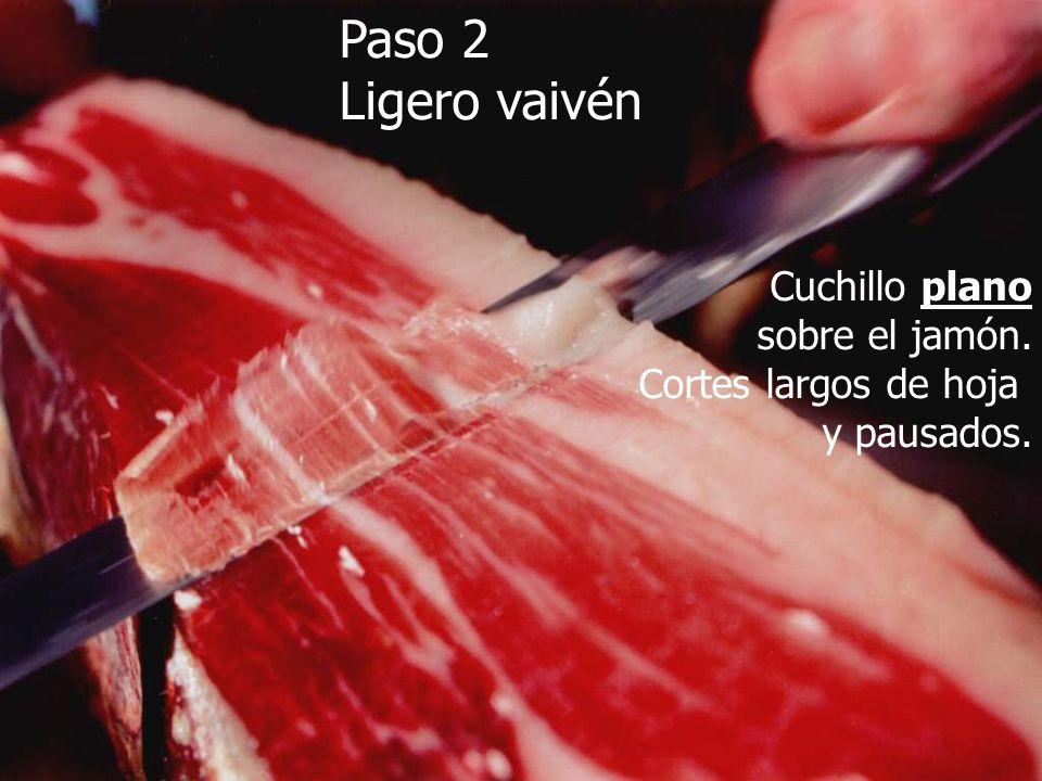 Paso 2 Ligero vaivén Cuchillo plano sobre el jamón.