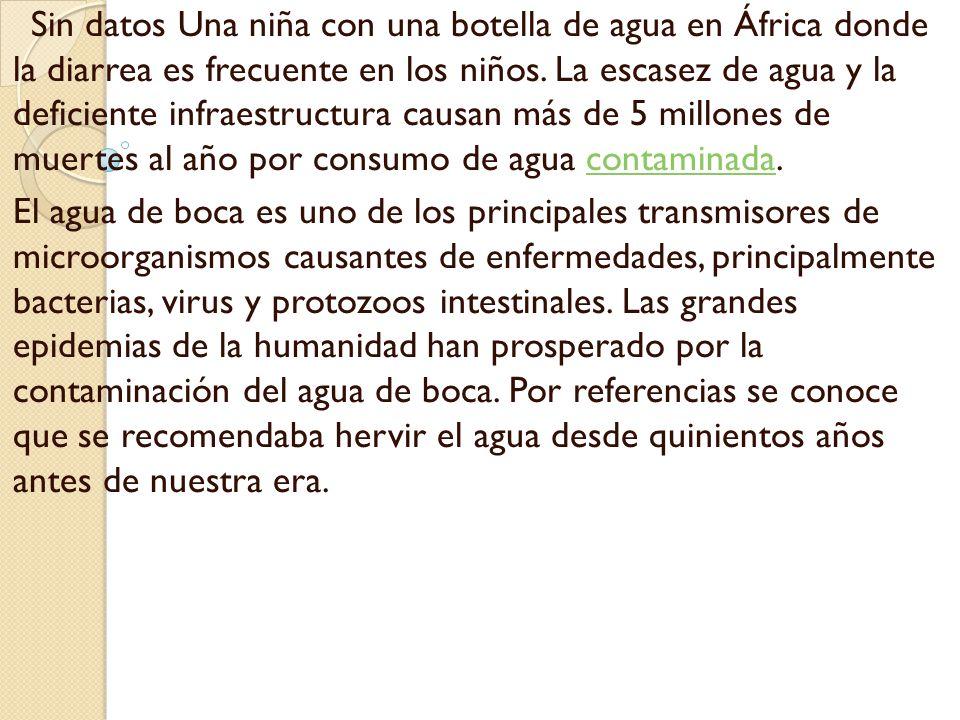 Sin datos Una niña con una botella de agua en África donde la diarrea es frecuente en los niños. La escasez de agua y la deficiente infraestructura causan más de 5 millones de muertes al año por consumo de agua contaminada.