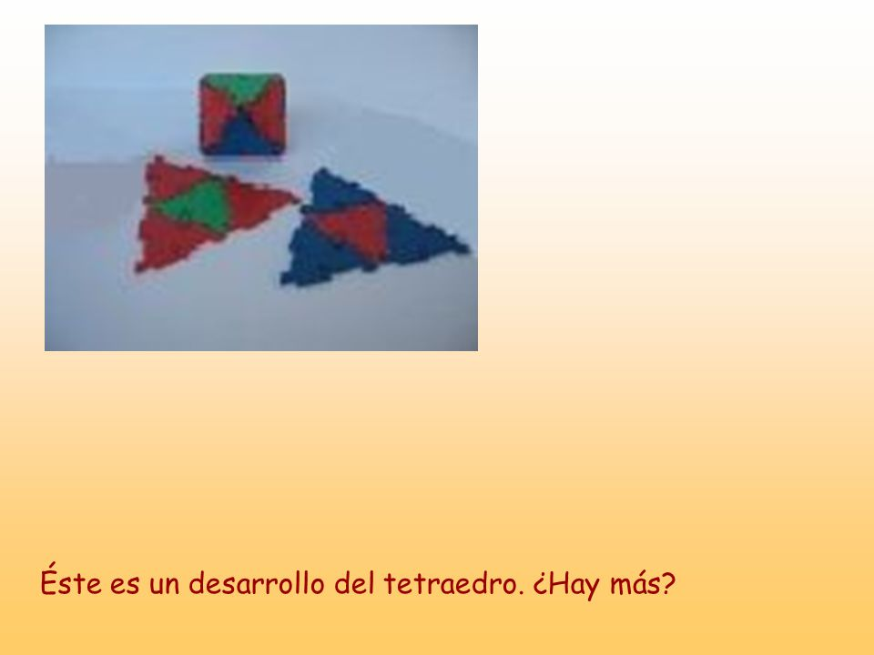 Éste es un desarrollo del tetraedro. ¿Hay más