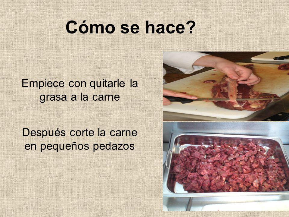 Cómo se hace Empiece con quitarle la grasa a la carne