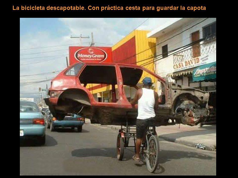 La bicicleta descapotable. Con práctica cesta para guardar la capota