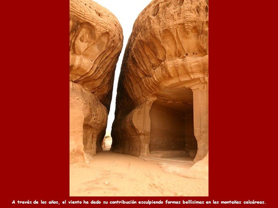 A través de los años, el viento ha dado su contribución esculpiendo formas bellísimas en las montañas calcáreas.