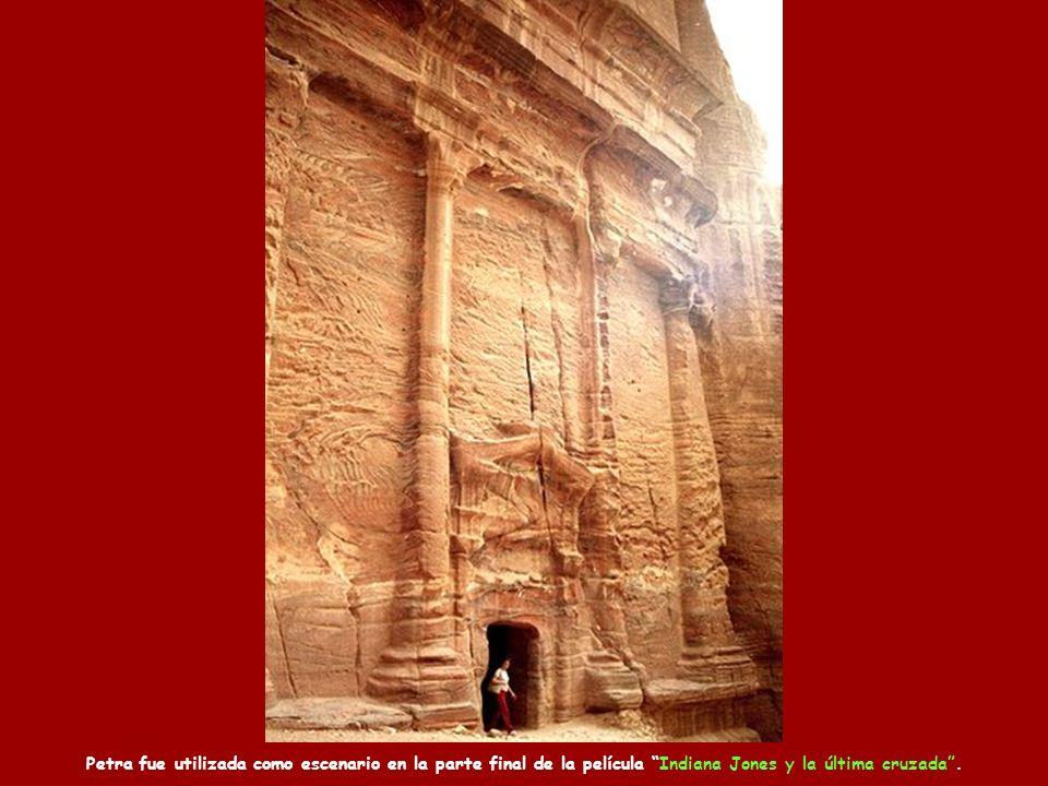Petra fue utilizada como escenario en la parte final de la película Indiana Jones y la última cruzada .
