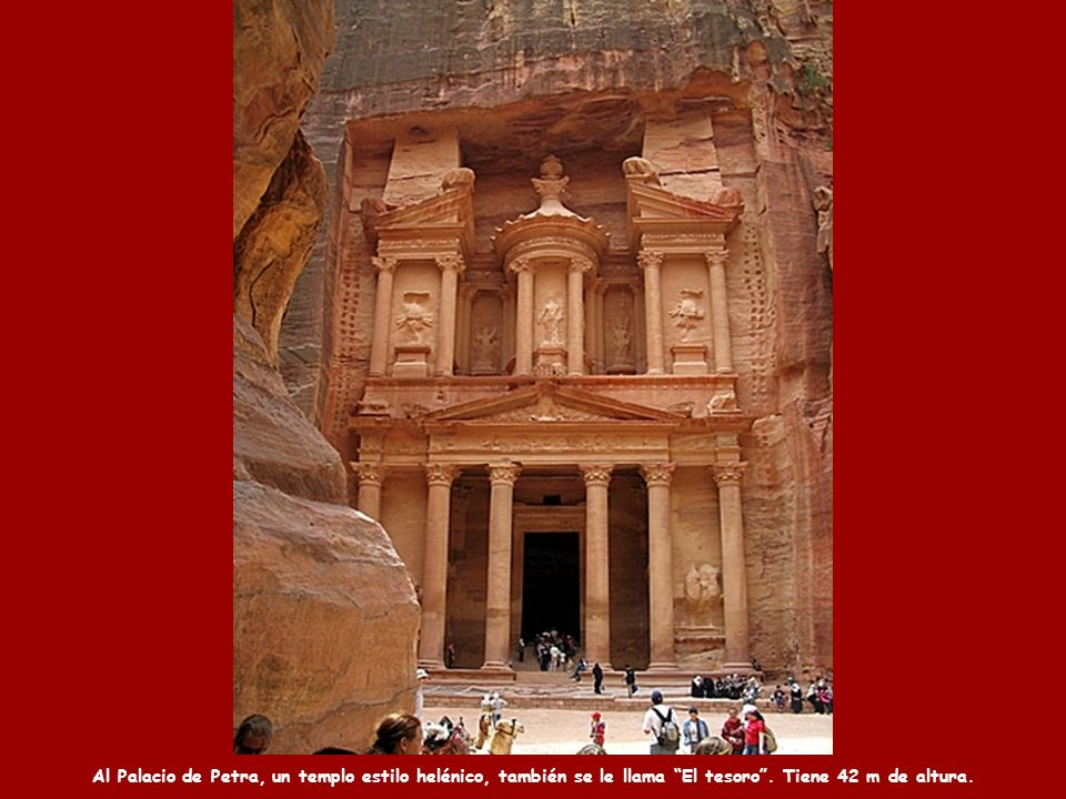 Al Palacio de Petra, un templo estilo helénico, también se le llama El tesoro .