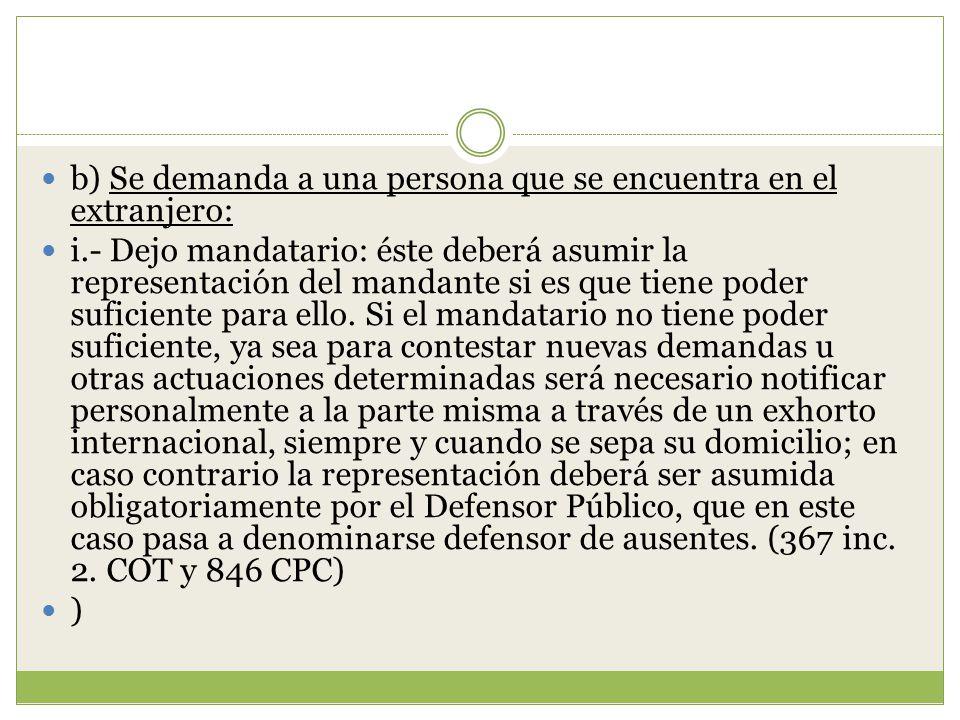 b) Se demanda a una persona que se encuentra en el extranjero: