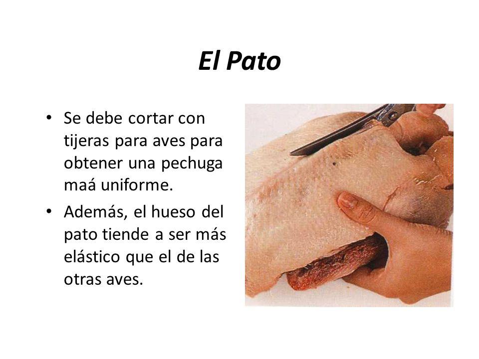 El Pato Se debe cortar con tijeras para aves para obtener una pechuga maá uniforme.