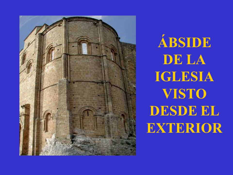 ÁBSIDE DE LA IGLESIA VISTO DESDE EL EXTERIOR
