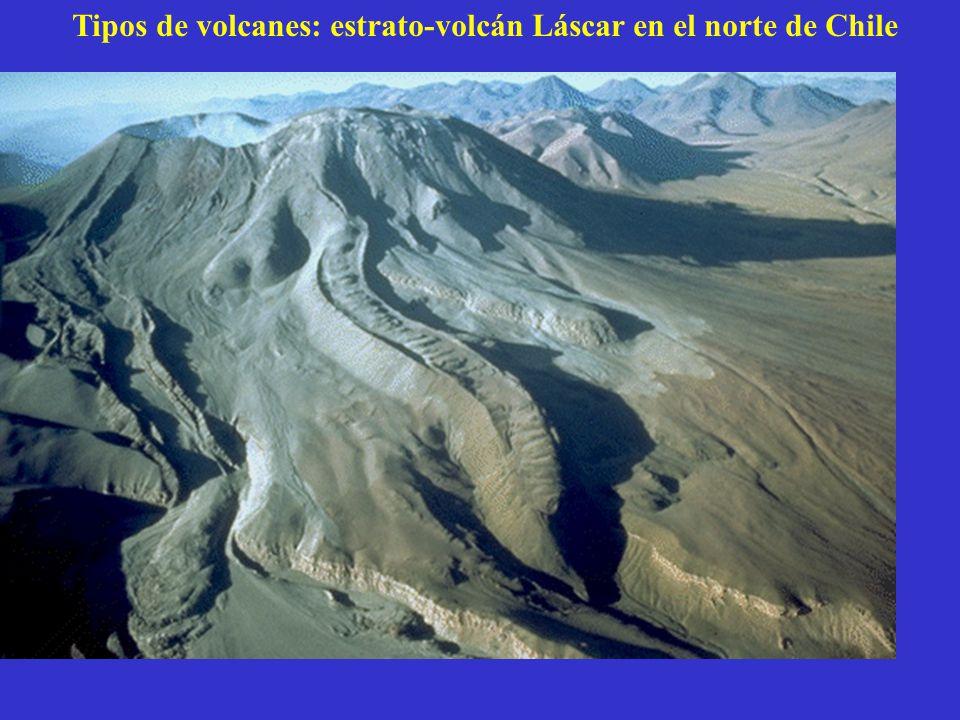 Tipos de volcanes: estrato-volcán Láscar en el norte de Chile
