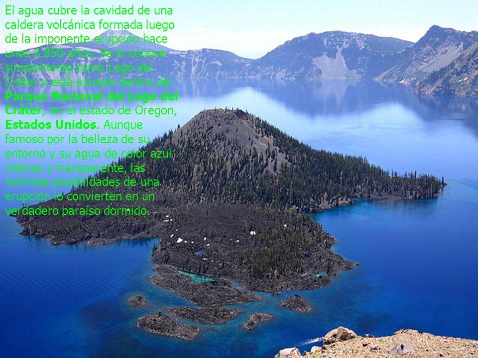 El agua cubre la cavidad de una caldera volcánica formada luego de la imponente erupción hace unos 6.850 años.