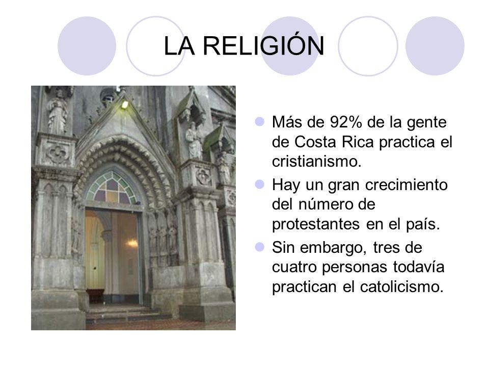 LA RELIGIÓN Más de 92% de la gente de Costa Rica practica el cristianismo. Hay un gran crecimiento del número de protestantes en el país.