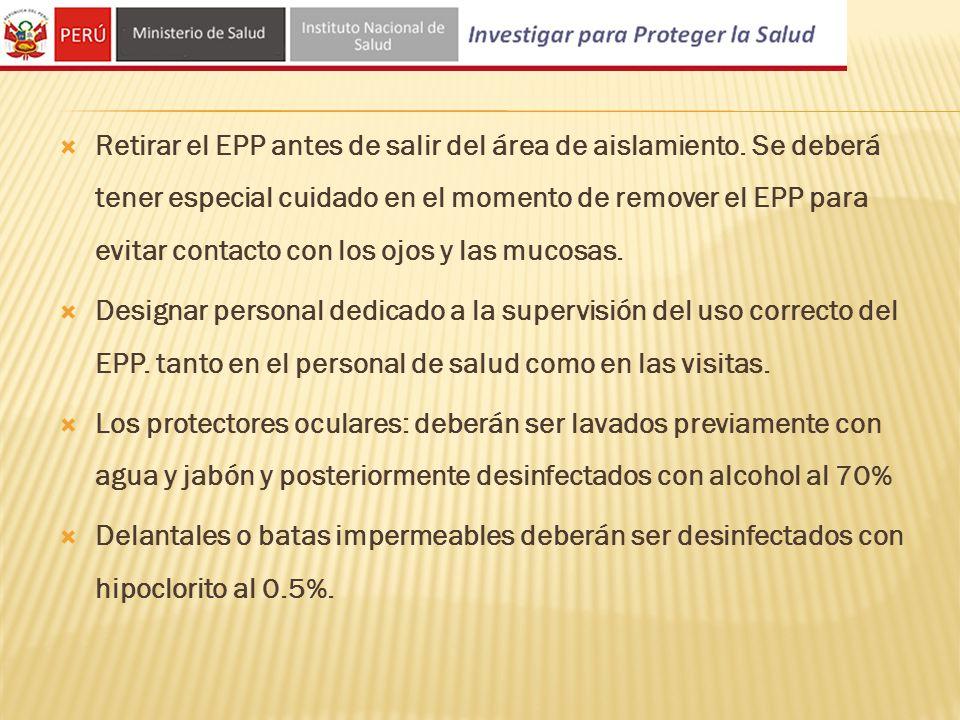 Retirar el EPP antes de salir del área de aislamiento