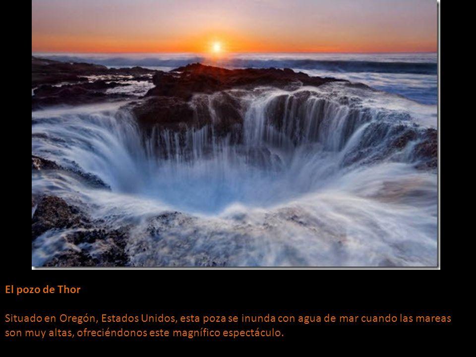 El pozo de Thor Situado en Oregón, Estados Unidos, esta poza se inunda con agua de mar cuando las mareas son muy altas, ofreciéndonos este magnífico espectáculo.