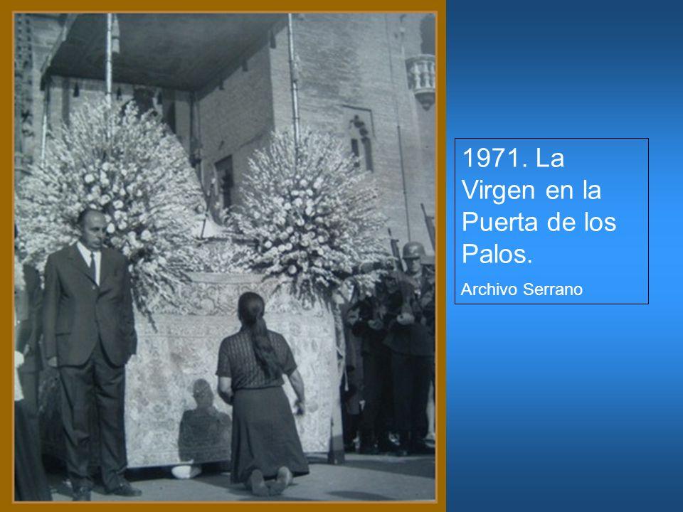 1971. La Virgen en la Puerta de los Palos.