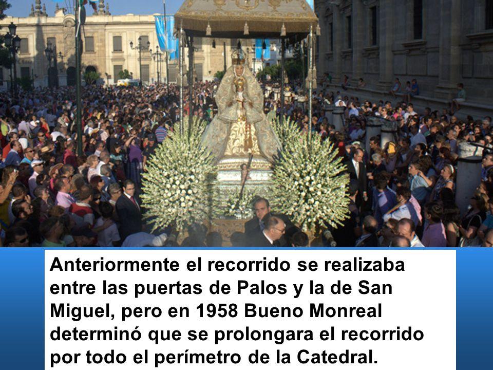 Anteriormente el recorrido se realizaba entre las puertas de Palos y la de San Miguel, pero en 1958 Bueno Monreal determinó que se prolongara el recorrido por todo el perímetro de la Catedral.