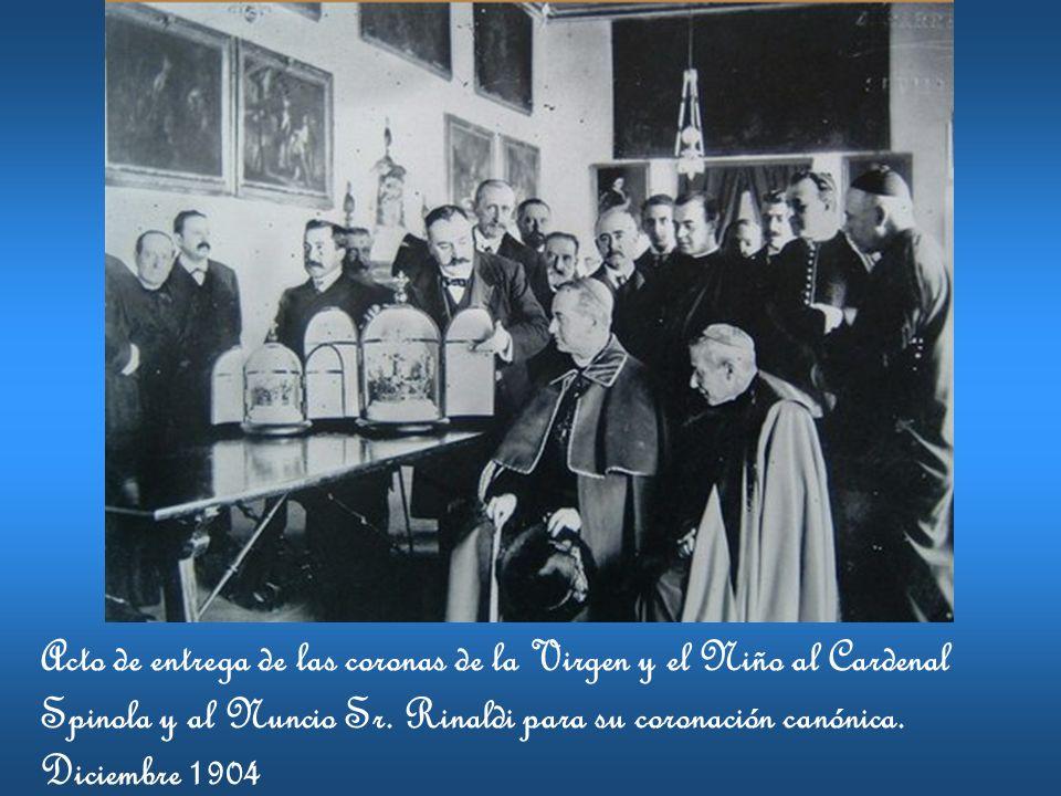 Acto de entrega de las coronas de la Virgen y el Niño al Cardenal Spinola y al Nuncio Sr.
