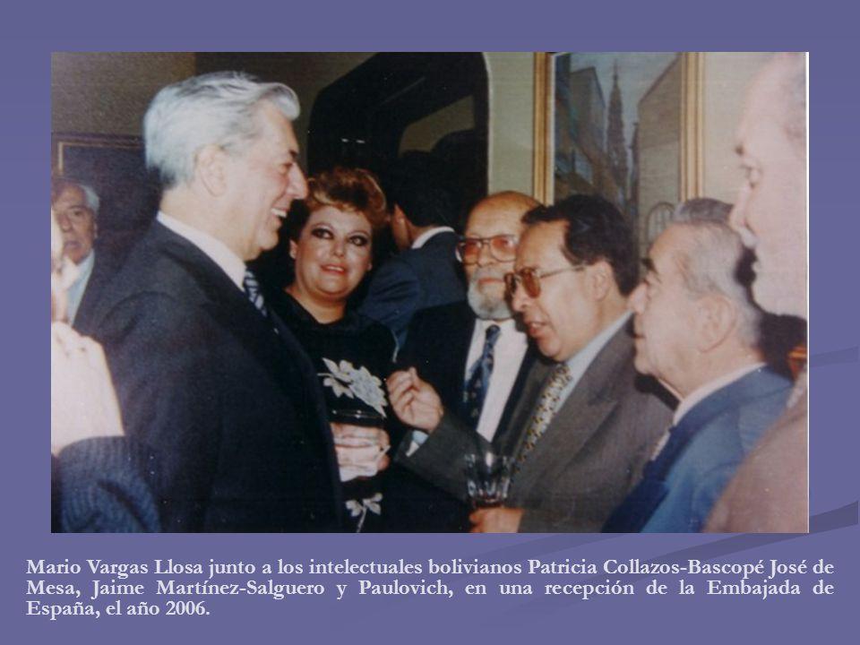Mario Vargas Llosa junto a los intelectuales bolivianos Patricia Collazos-Bascopé José de Mesa, Jaime Martínez-Salguero y Paulovich, en una recepción de la Embajada de España, el año 2006.