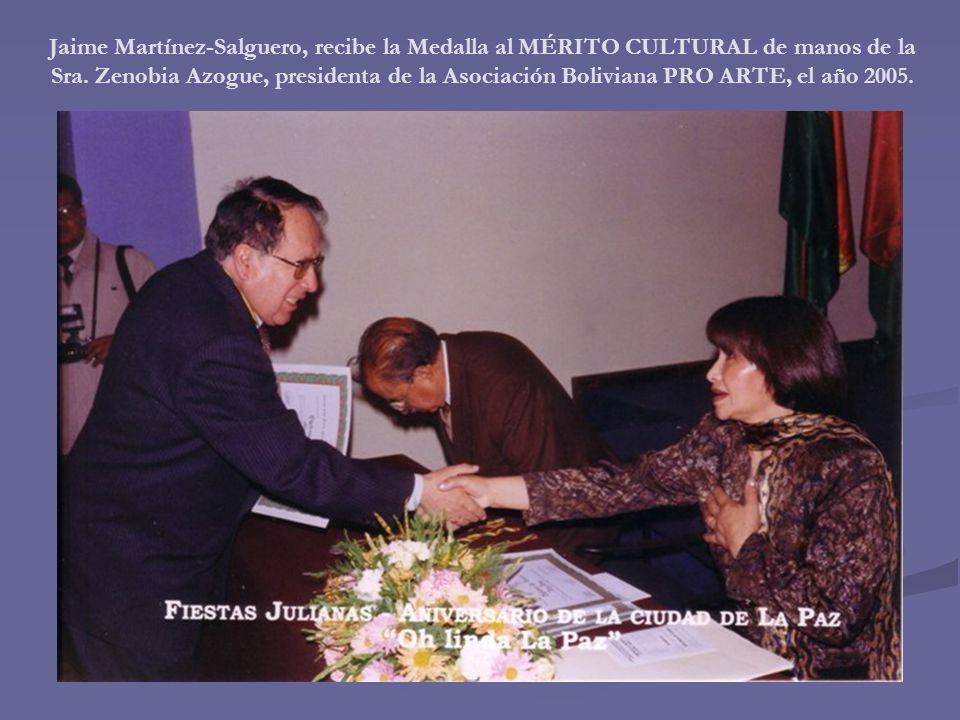 Jaime Martínez-Salguero, recibe la Medalla al MÉRITO CULTURAL de manos de la Sra.
